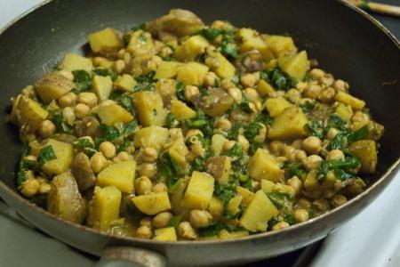 Potato, spinach, garbanzo bean curry